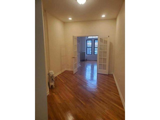 1 BR,  1.00 BTH Condominium style home in Carroll Gardens