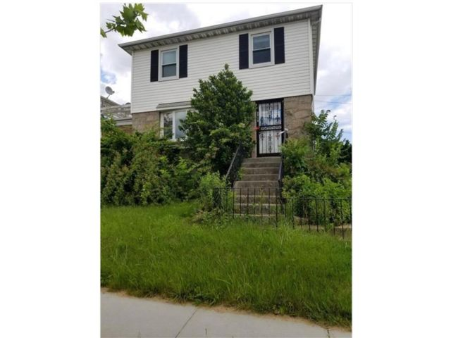 4 BR,  3.00 BTH Single family style home in Flushing