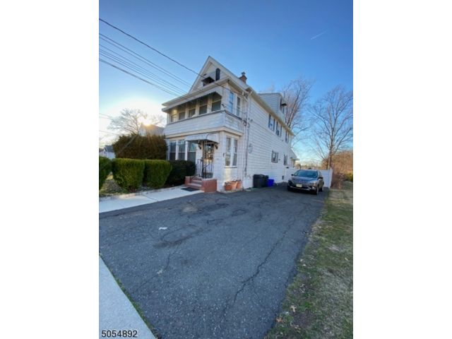 4 BR,  3.00 BTH Multi-family style home in Belleville