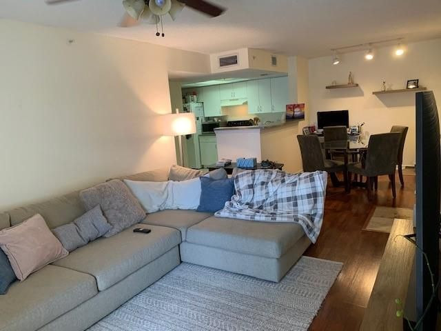 1 BR,  1.00 BTH  style home in Coconut Creek