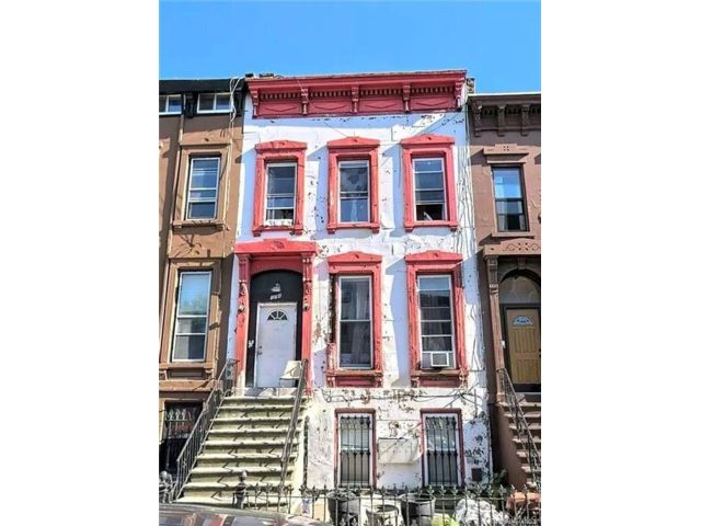 6 BR,  6.00 BTH Other style home in Bed-stuy