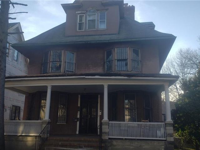 6 BR,  0.00 BTH Multi-family style home in Ditmas Park