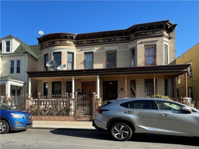 6 BR,  3.00 BTH Multi-family style home in Bay Ridge
