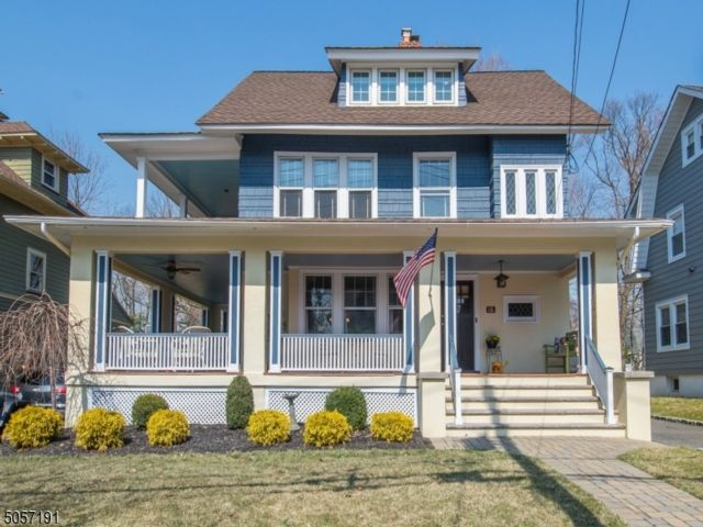 5 BR,  3.50 BTH Colonial style home in North Caldwell