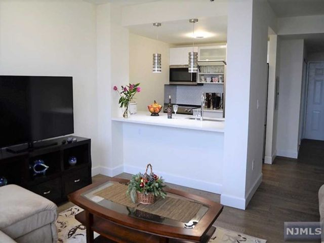 1 BR,  1.00 BTH Condo style home in Fort Lee