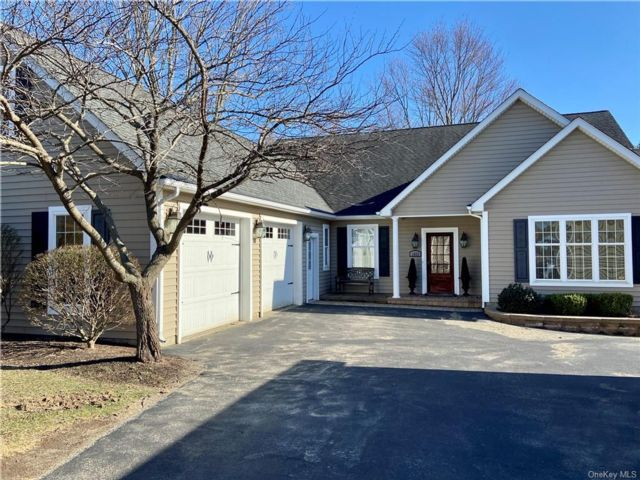3 BR,  5.00 BTH Ranch style home in New Windsor
