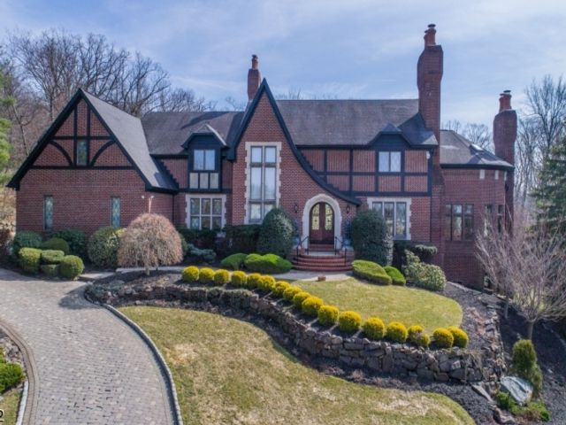 5 BR,  5.50 BTH Colonial style home in North Caldwell