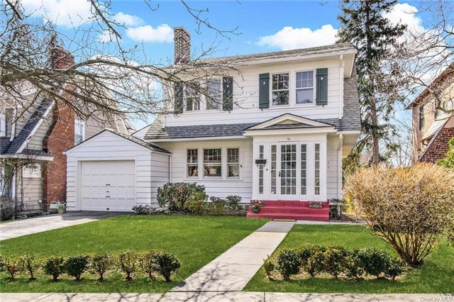 4 BR,  3.00 BTH  Colonial style home in New Rochelle