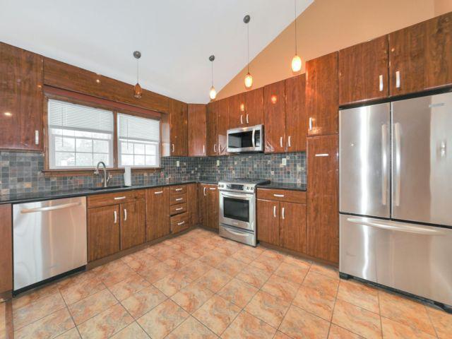 3 BR,  2.50 BTH Bi-level style home in Paramus