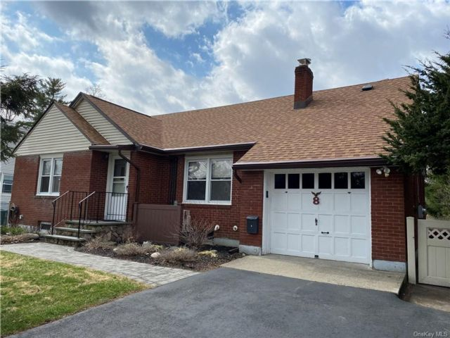 4 BR,  2.00 BTH Cape style home in Cornwall