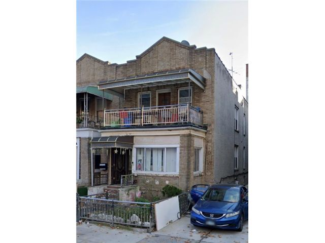 7 BR,  2.00 BTH Multi-family style home in Crown Heights