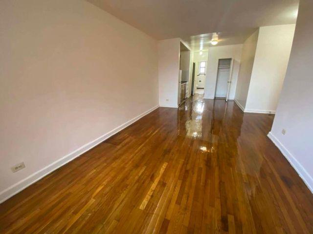 Studio,  1.00 BTH Apartment style home in Elmhurst