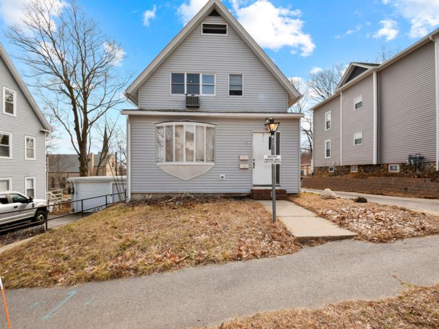 5 BR,  3.50 BTH 2 story style home in Worcester
