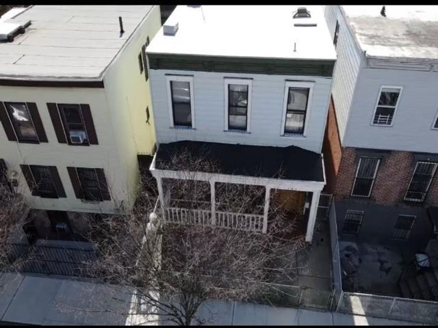 4 BR,  1.00 BTH Single family style home in Sunset Park