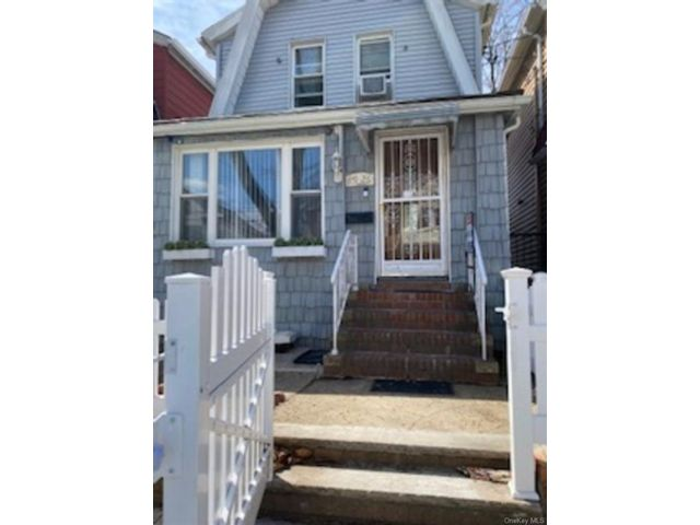 3 BR,  3.00 BTH Contemporary style home in Woodhaven
