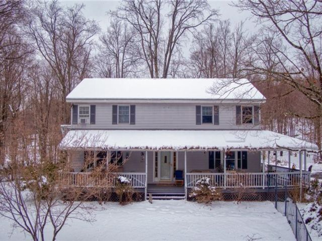 5 BR,  3.00 BTH Colonial style home in Colchester