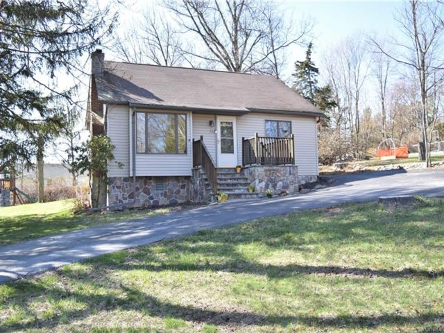 4 BR,  3.00 BTH Cape style home in Woodbury Town