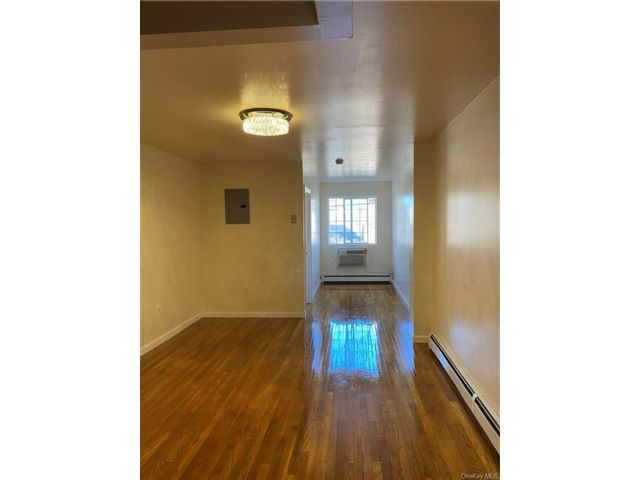 3 BR,  2.00 BTH Apartment style home in Mosholu