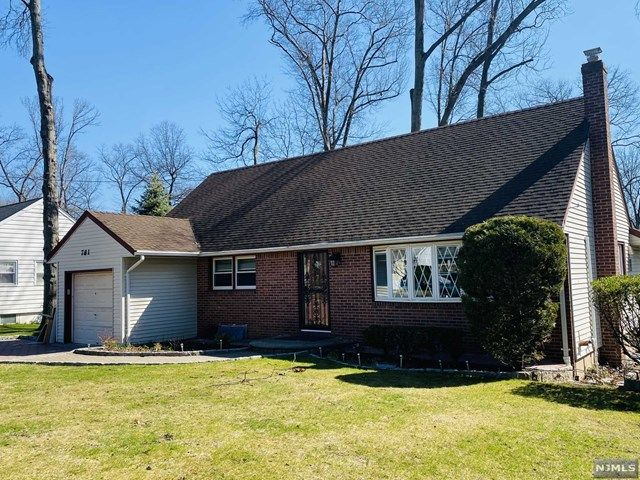 4 BR,  2.00 BTH Cape code style home in New Milford