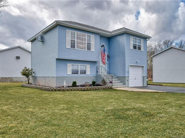 3 BR,  2.00 BTH Bilevel style home in Montgomery