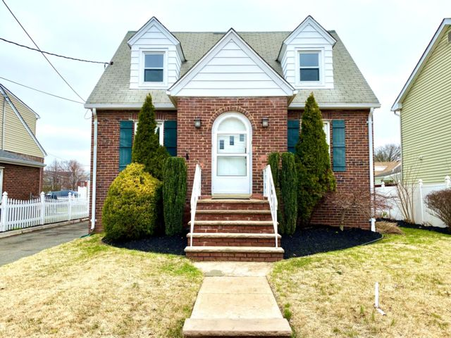3 BR,  1.50 BTH Cape style home in Linden