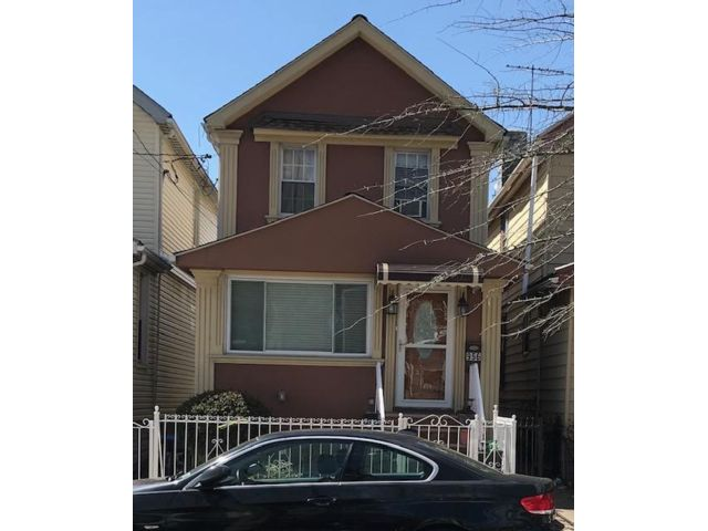 3 BR,  1.55 BTH Duplex style home in Brooklyn