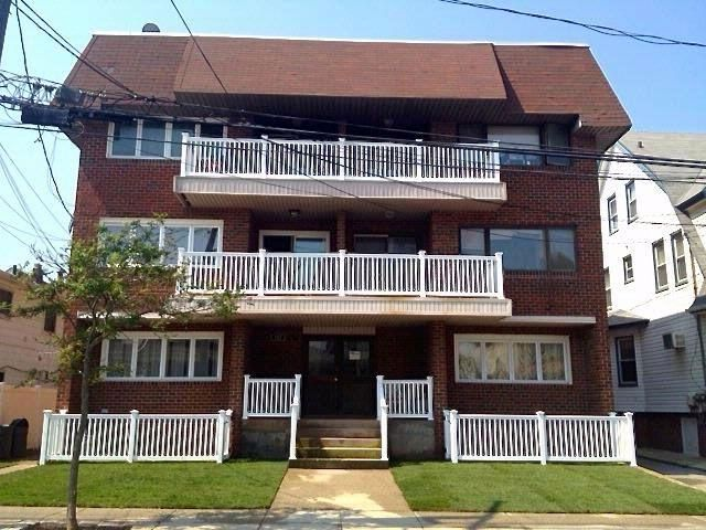 2 BR,  2.00 BTH  style home in Rockaway Park