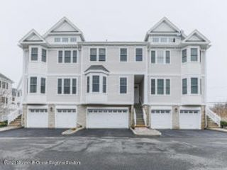 3 BR,  2.50 BTH Attached style home in Port Monmouth