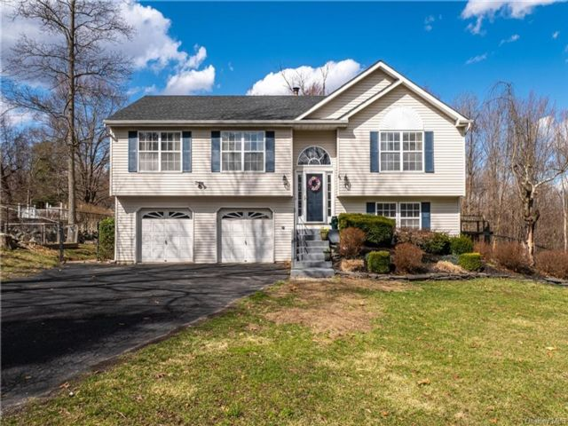 4 BR,  3.00 BTH  Contemporary style home in Newburgh