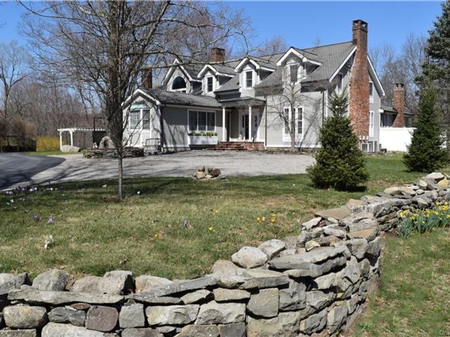 5 BR,  5.00 BTH  Cape style home in Cornwall