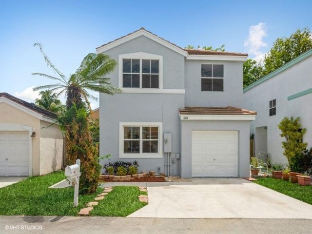 4 BR,  2.50 BTH 2 story style home in Coconut Creek