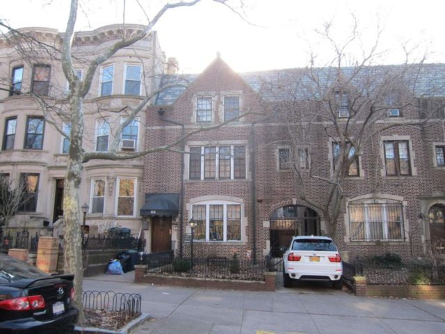 4 BR,  5.00 BTH  Single family style home in Park Slope