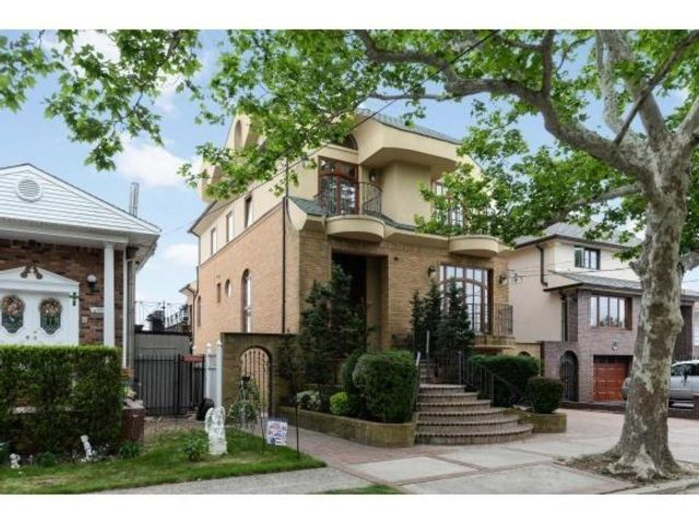 6 BR,  5.00 BTH Single family style home in Mill Basin