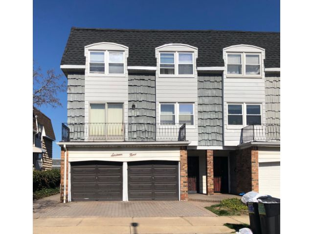 6 BR,  4.50 BTH  style home in Bayside
