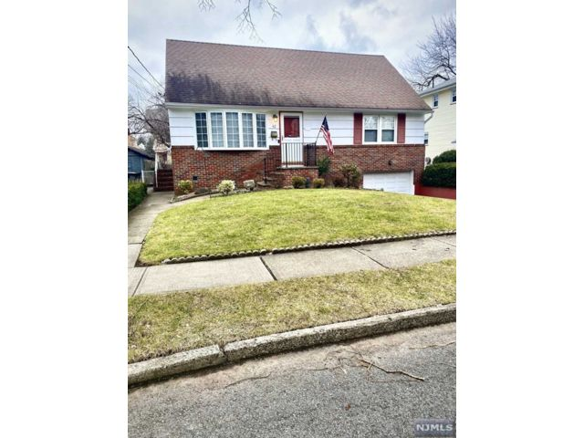 4 BR,  1.00 BTH Cape code style home in Rutherford