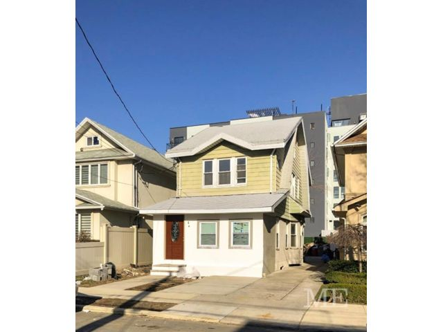 4 BR,  4.00 BTH Single family style home in Homecrest