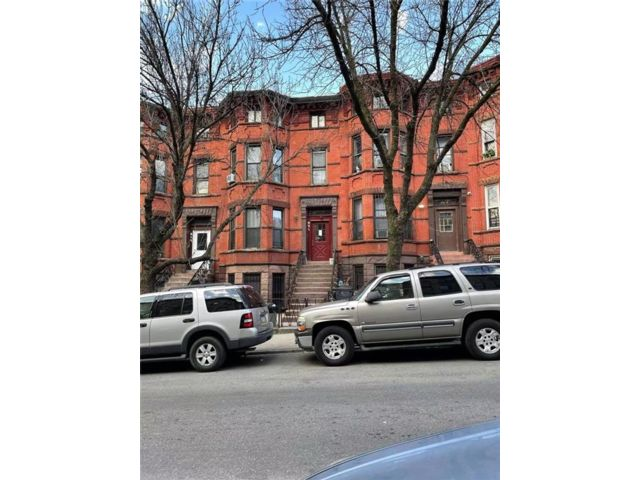 9 BR,  0.00 BTH  Multi-family style home in Sunset Park
