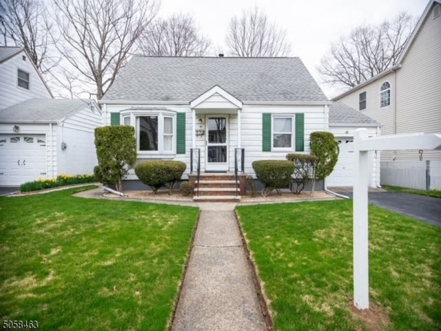 3 BR,  1.50 BTH Cape cod style home in Clifton