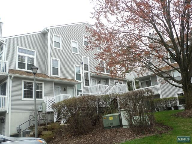 2 BR,  2.00 BTH Condo style home in Englewood