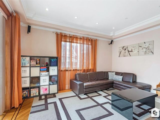 [Midwood Real Estate, listing number 6987529]