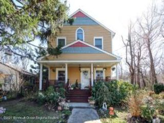 5 BR,  2.50 BTH Custom style home in Atlantic Highlands
