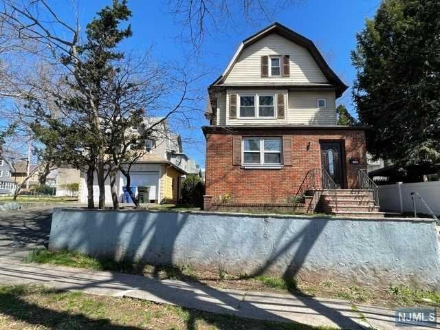 1 BR,  1.00 BTH 2 family style home in Rutherford