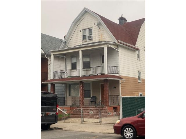 5 BR,  4.00 BTH  Multi-family style home in Kensington