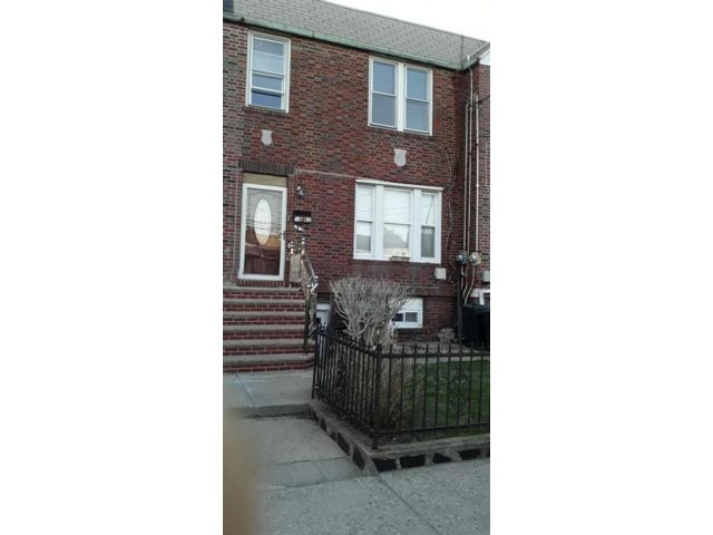 3 BR,  1.00 BTH Single family style home in Old Mill Basin