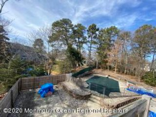 5 BR,  2.50 BTH Colonial style home in Brielle