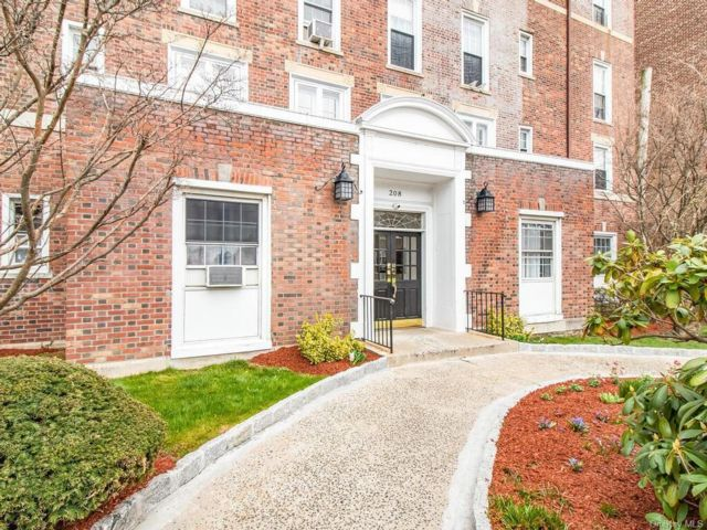 1 BR,  1.00 BTH  Mid rise style home in New Rochelle
