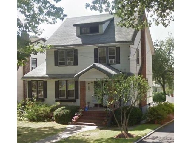 4 BR,  1.50 BTH 2 story style home in Kearny