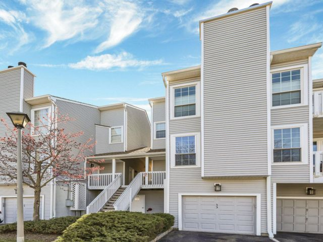 1 BR,  2.00 BTH Condo style home in Englewood