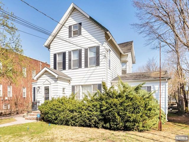 5 BR,  2.00 BTH 2 family style home in Rutherford