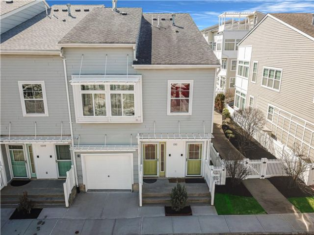 3 BR,  3.00 BTH  Multi-family style home in Arverne